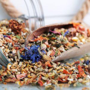 Spezial exklusiv bestes Wachtelfutter Wachtelgold Details Blüten Kräuter 2